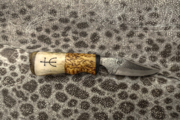 Outdoor and hunting knife